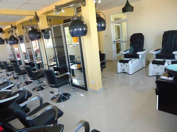 Salon services hair beauty academy accra ghana for Academy beauty salon